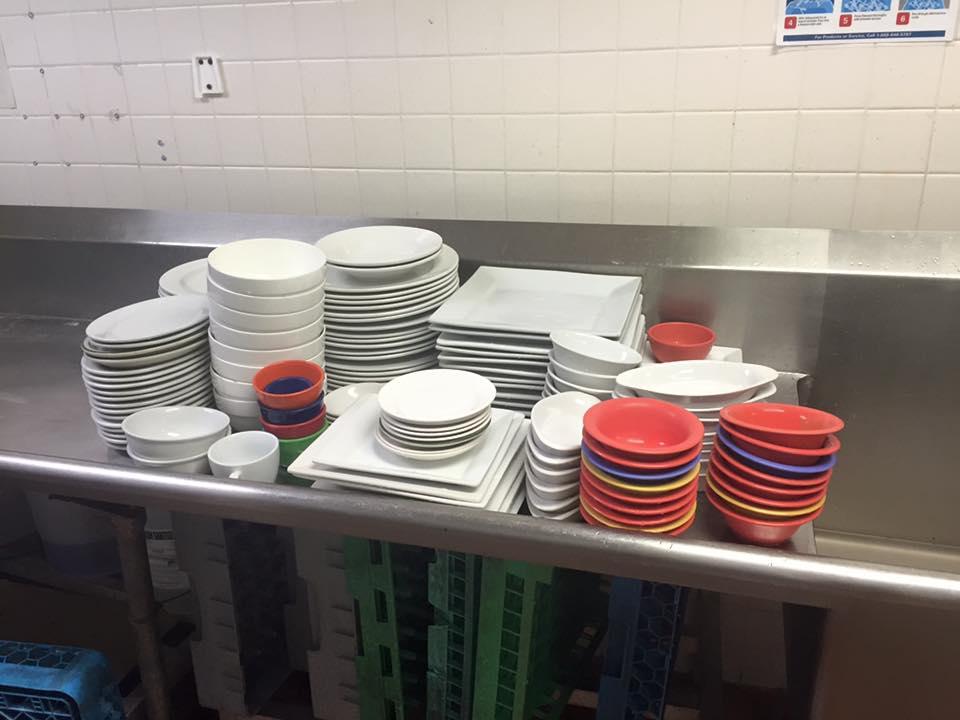 """Bežná porcia riadov z jednoho obedu v """"našej"""" reštaurácii :)"""