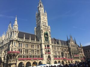 mnichov, radnica, rathaus, munchen, nemecko, germany, travel, bmw spat ku korenom, roadtrip, tonychef, tony dubravec