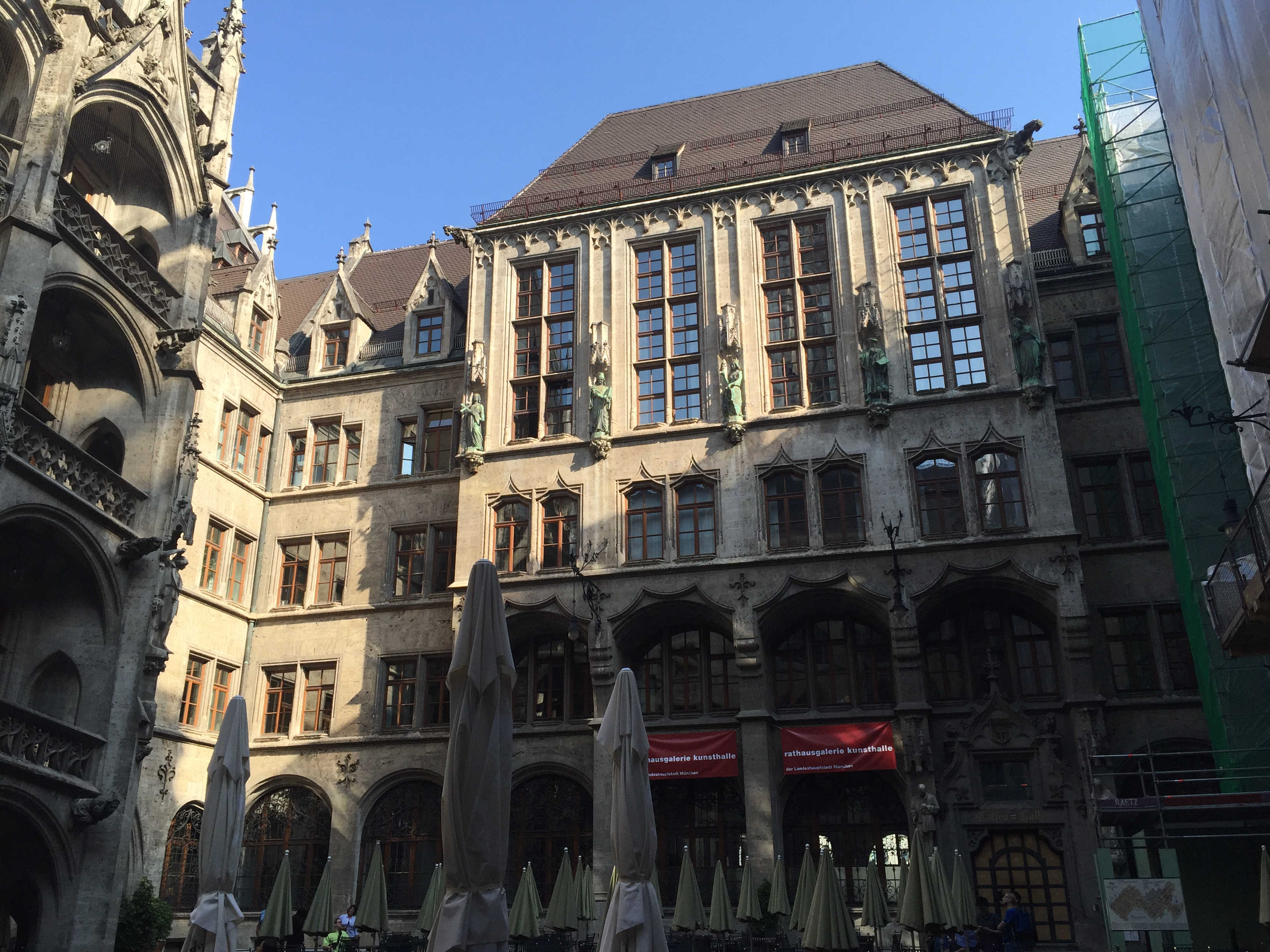 neues rathaus, munchen, germany, deutschland, mnichov, roadtrip, travel, cestovanie, bmw spat ku korenom, tonychef, tony dubravec