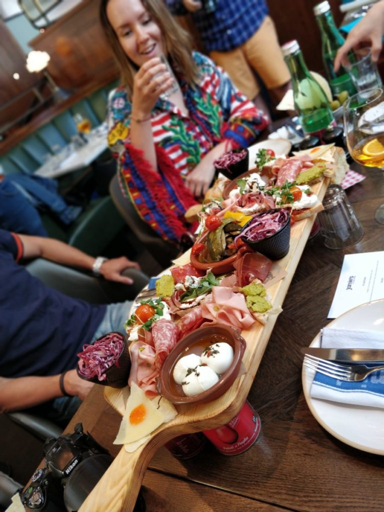 mini slovensko, mini cooper, jamies italian, vieden, roadtrip, tony dubravec, cestovatelsky blog, bloger roka