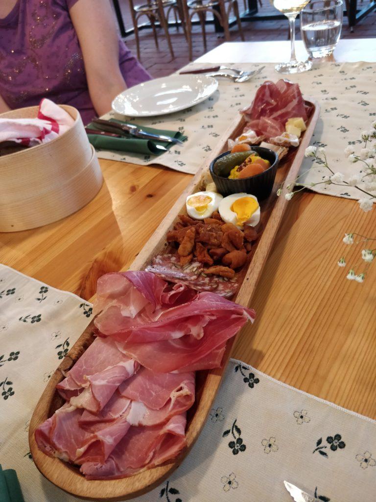 slovinsko, jedlo, steak, gastro, dovolenka, cestovatelsky blog, cestovanie, bloger, tony dubravec, kodila, sunkarna, murska sobota, prekmurie, restauracia, maso