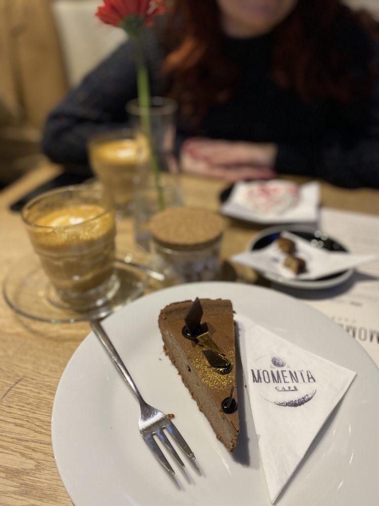 brno, kaviarne, restauracie, jedlo, kam na jedlo, tony dubravec, blog, cestovanie, momenta cafe, european coffee trip
